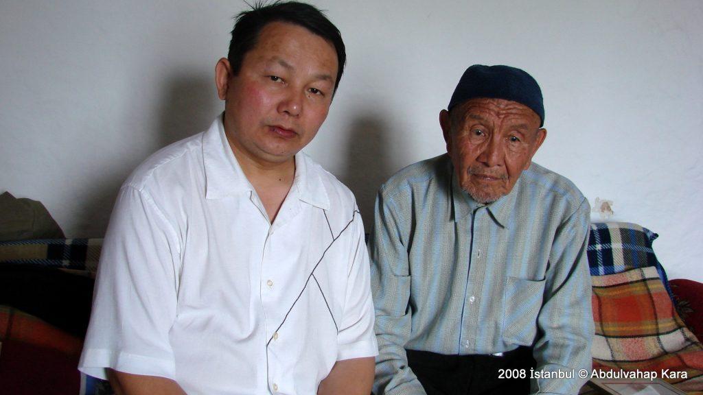 Yazar Elishan Batur'un yeğeni Ateyhan Bilgin ile birlikte